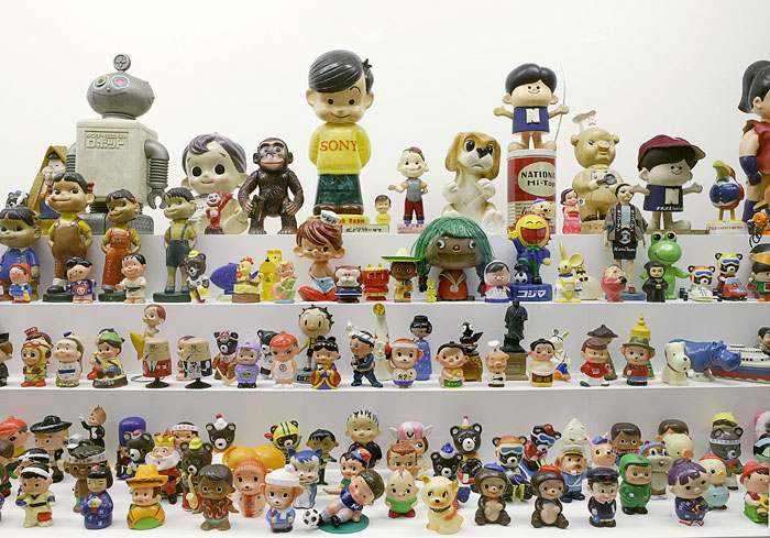1970s Toys For Boys : Little boy the arts of japan s exploding subculture
