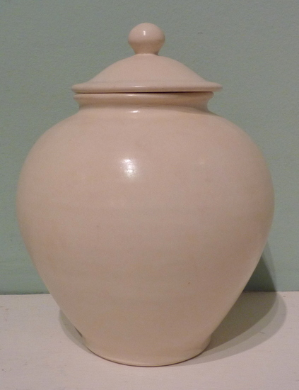 Chinese Tang dynasty white jar and cover